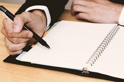 資格合格のゴールを書き出すイメージ