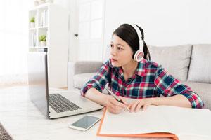 音楽を聴きながら勉強のイメージ